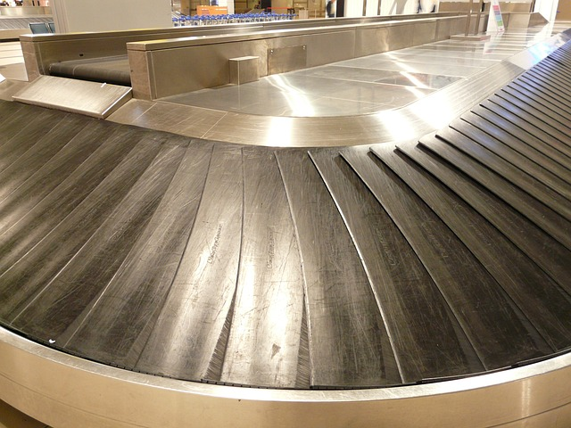 luggage conveyor